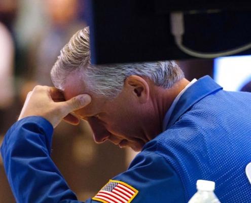 Business-overblik: Trump raser efter knaldrød dag på Wall Street - nu rasler de danske aktier også ned