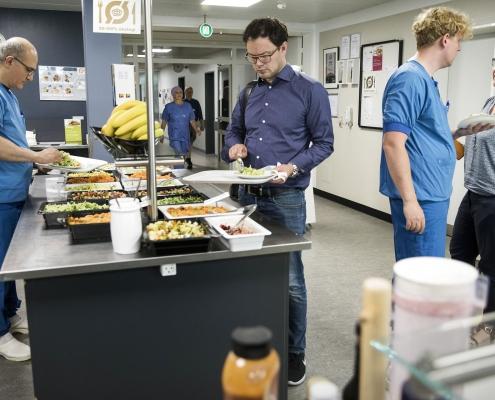 Politisk flertal ønsker mere klimavenlig mad i de offentlige køkkener